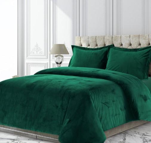 an image of emerald green queen size duvet set