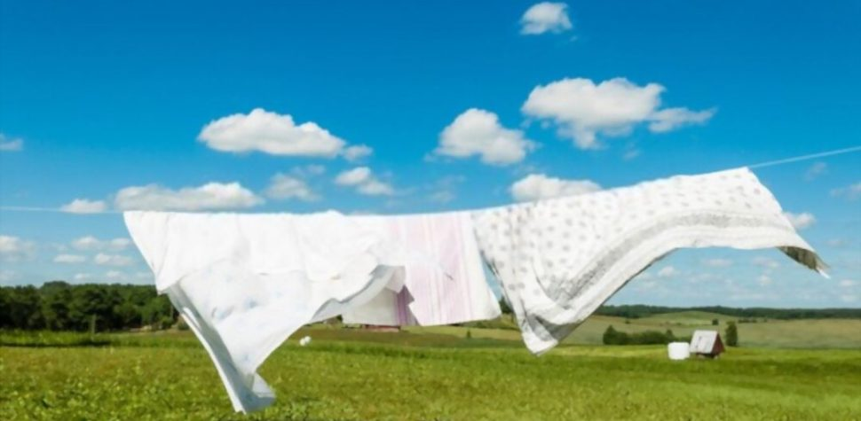 can blankets washed with sheets?