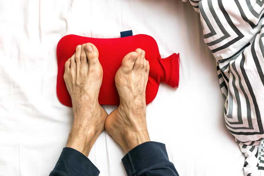 using hot water bottle to cool down feet